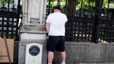 Photo of 14 días de prisión para un hombre que orinó en un memorial al policía británico Keith Palmer