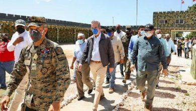 Photo of Presidente visitó vía aérea este lunes zonas del suroeste afectadas por Laura