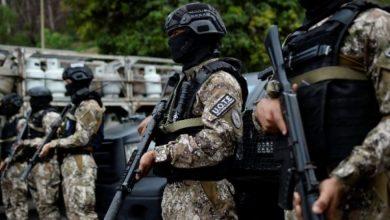 Photo of Policía mata a dos personas en estación de televisión venezolana
