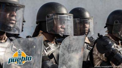 Photo of Policías haitianos incendian vehículos en protesta por arresto de colegas
