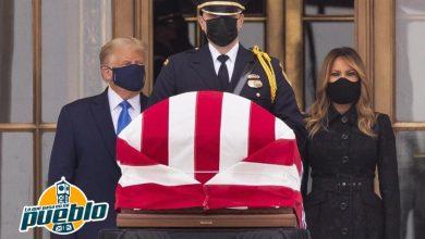 Photo of Abuchean a Trump en su visita a los restos de la jueza Ginsburg en la Corte Suprema