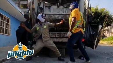Photo of Recolectores de basura en México hacen un combate de lucha libre en plena jornada laboral y el video se vuele viral