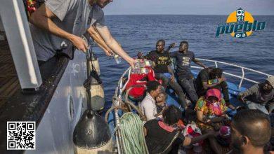 Photo of Rescatan 31 migrantes tras naufragio de barcaza durante la noche en Lampedusa