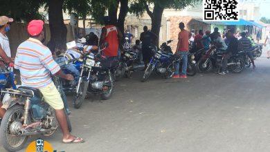 Photo of En montecristi moradores de barrio. Salomón Jorge.  En protestas por supuestos permisos de pescar anguila. a desconocidos