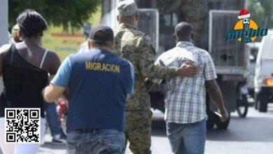 Photo of Migración detiene y deporta 162 haitianos hacia su país
