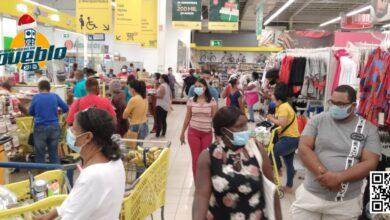 Photo of Tiendas y supermercados abarrotados en víspera de Nochebuena y con aumento de contagios del COVID-19