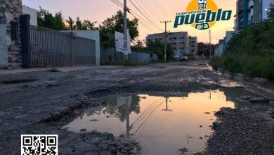 Photo of Residentes de Colinas del Arroyo II denuncian deterioro de calle y le dicen no hay asfalto
