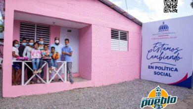Photo of Gobierno cambia pisos de tierra por cemento a viviendas en Los Alcarrizos y San Luis