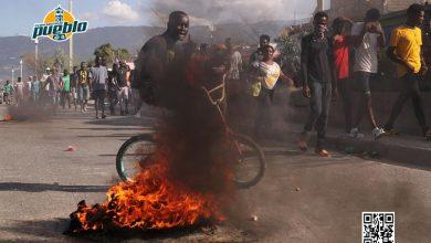 Photo of Cientos de haitianos marchan por la liberación de los policías encarcelados