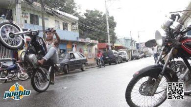 """Photo of Decenas de jóvenes fueron apresados en tradicional """"carrera de la muerte"""" en SFM"""