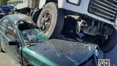 Photo of Impactante. Conductor de un camión le pasa por encima a un carro en Los Guaricano