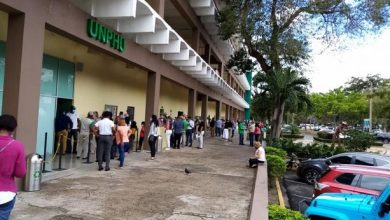 Photo of Largas filas para vacunar docentes en la UNPHU, tras confusa convocatoria