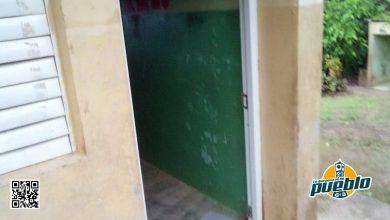 Photo of Roban puerta, abanico y otros mobiliarios de centro educativo de El Valle en Hato Mayor
