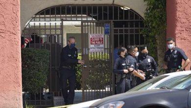 Photo of Hallan tres niños asesinados en apartamento de Los Ángeles; arrestan a la madre