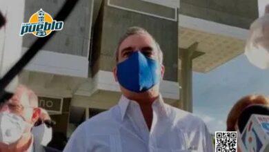 Photo of Luis Abinader con 53 años, ¿se aplicará la vacuna contra la covid-19?