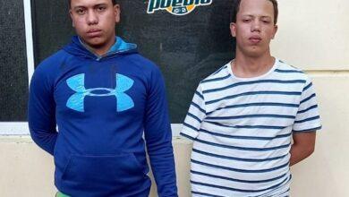 Photo of Policía apresa a dos jóvenes que habrían atacado a patrulla con un cortaplumas