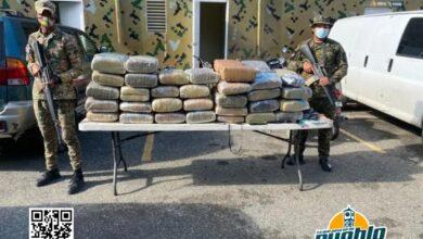 Photo of Apresan mayor PN adscrito a la DNCD con 63 pacas de droga