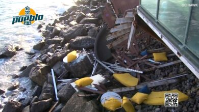 Photo of Un balcón abarrotado de gente colapsa sobre una playa rocosa y deja varios heridos en Malibú