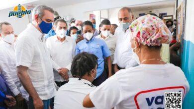 Photo of Presidente Abinader supervisa avances de la circunvalación de Baní y motiva vacunación