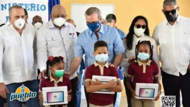 Photo of Abinader destaca importancia de equipos tecnológicos para la educación