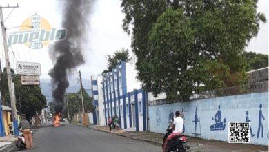 Photo of BONAO: Iniciaron paro de labores en demanda de obras; choques con PN