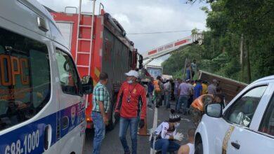 Photo of Accidente de tránsito deja varios heridos y un niño atrapado en un camión
