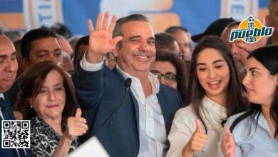 Photo of Grupo de personas llama «suegro» a Luis Abinader en Villa Vásquez
