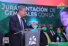 Photo of Leonel  juramenta en la Fuerza del Pueblo 118  generales retirados